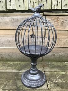 Een Kleine Decoratieve Kooi Met Daarop Een Vogel